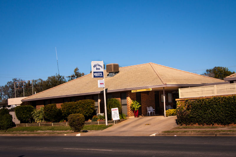 The Mid Town Inn located off the busy Newell Highway in a quiet and secure location at 41 Maitland St. Narrabri.